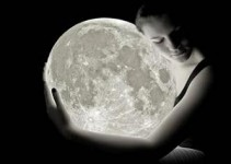 20080219-woman-holding-the-moon